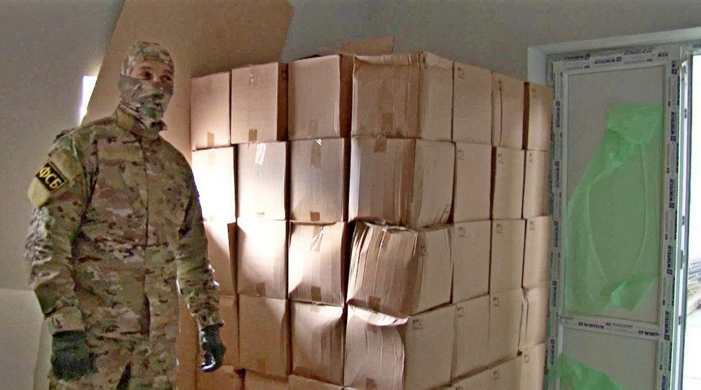 В Крыму пресекли перевозку 15 тонн контрафактного спирта в бутылках от «Агуши»