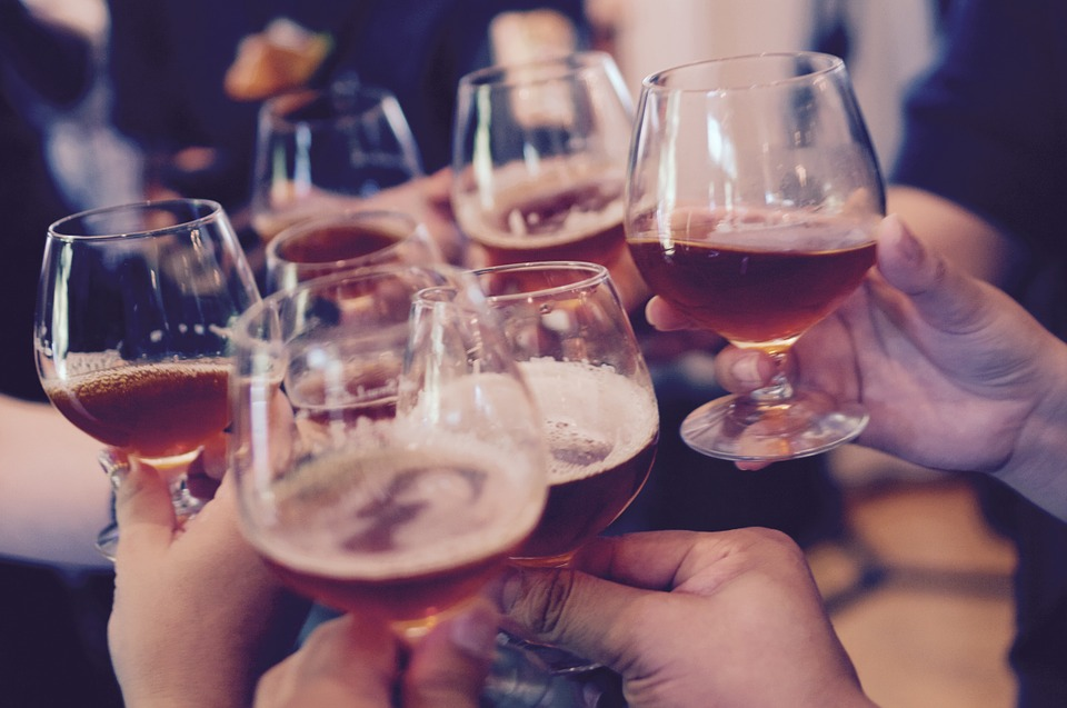 Алкоголь в бокалах